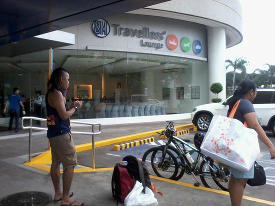 Bugoy Bikers: At the SM Traveller's Lounge