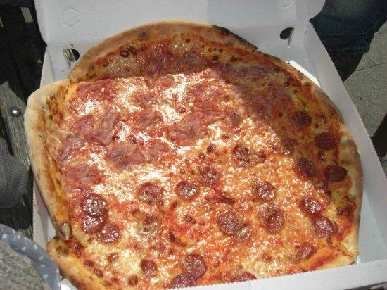 Pizza Al Volo : Pizza de peperoni 1/2 metro de diametro 10€