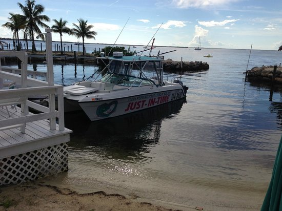 Amoray Dive Resort: Small Dive boat