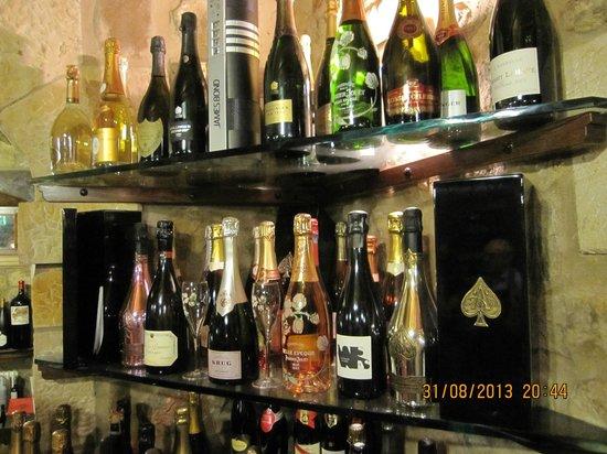 Restaurante Kate Zaharra: The wine cellar, Champagne section