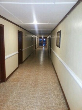 Boracay Royal Park Hotel: 내방으로 가는 객실통로