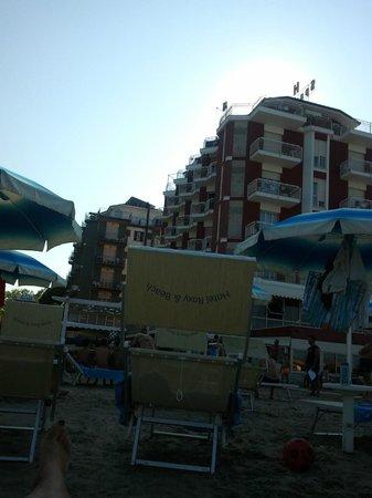 Hotel Roxy & Beach : Hotel visto dalla spiaggia