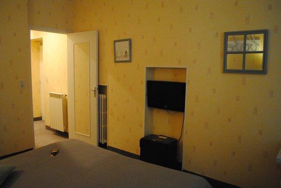 Citotel des Messageries: chambre et couloir