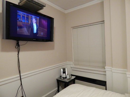 Hotel 340 : Flat screen tv with cable