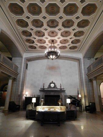 Hotel 340: Lobby