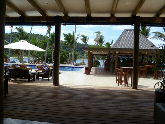 Paradise Cove Resort: pool area and bar