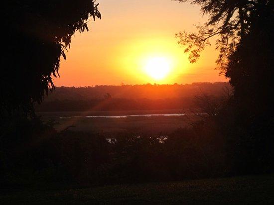 Kingfisher Lodge: coucher du soleil depuis la maison