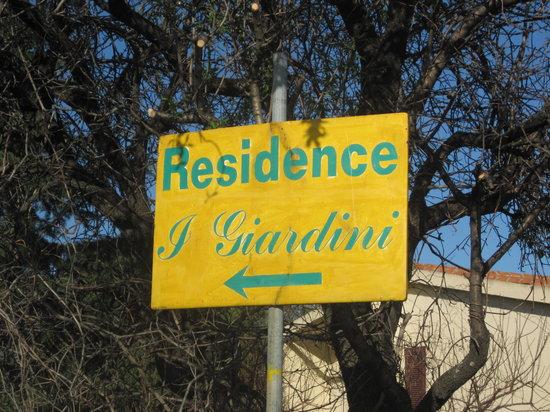 I Giardini di Cala d'Ambra: entrata residence, via cala d'ambra san teodoro