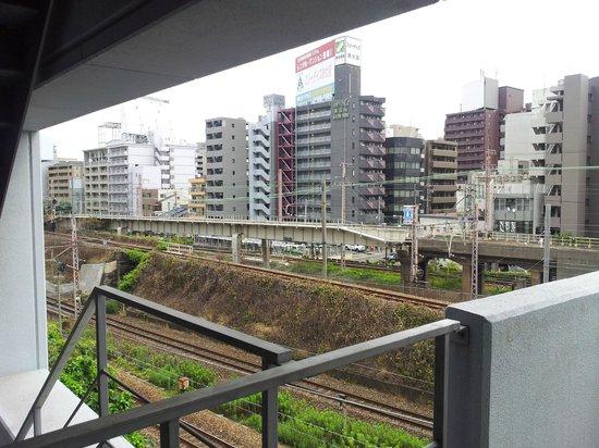 Toyoko Inn Shin-Osaka Chuoguchi  Honkan: View of railway tracks from room