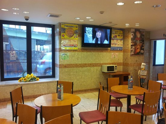 Toyoko Inn Shin-Osaka Chuoguchi  Honkan: Breakfast area, located in lobby