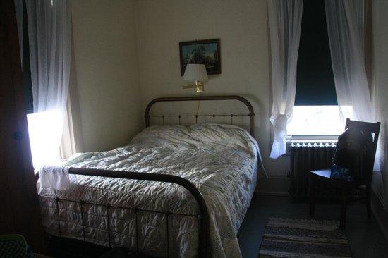 Trempealeau Hotel: Hotel room