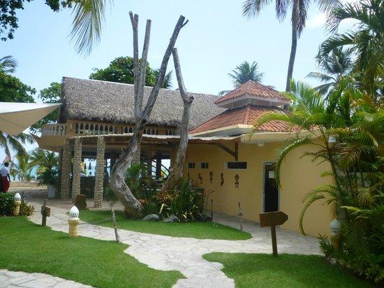 Hotel Villa Taina: outisde restaurant
