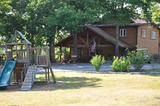 Crest Lodge on Table Rock Lake: We are a friendly and family owned resort!