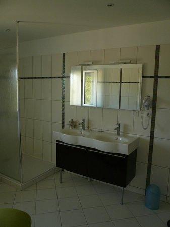 Auberge du Pont de Vagnas: superbe salle de bains