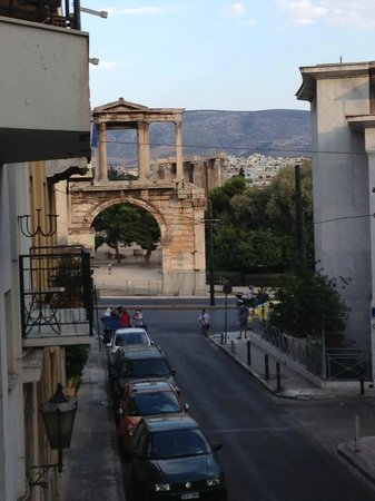 AVA Hotel Athens: The view of the Temple of Zeus from our balcony.