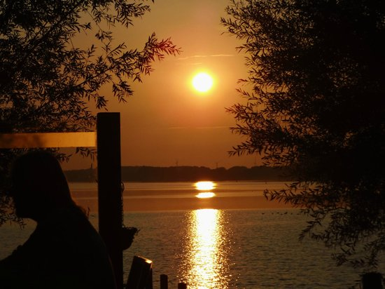 Postillion Hotel Amersfoort Veluwemeer : Prachtige Zonsondergang tijdens het diner, alsof je in het buitenland bent