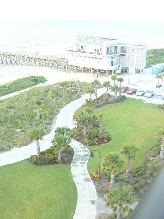 Windsurfer Hotel: Short walk to 2nd Ave. Pier-Open Air Bar & Restaurant