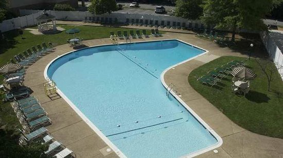 DoubleTree by Hilton Baltimore North - Pikesville: Outdoor Pool