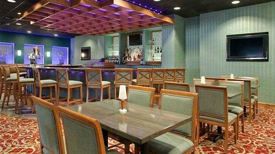 DoubleTree by Hilton Baltimore North - Pikesville: Restaurant & Bar