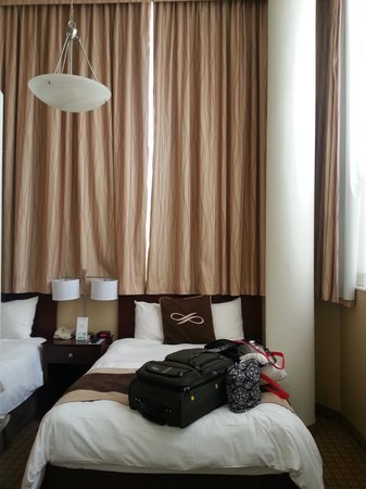 Pointe Plaza Hotel: Our Room