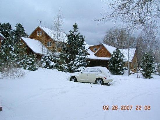 Atomic Chalet Bed & Breakast: Chalet in Winter