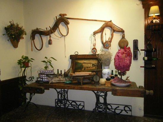 Antica Trattoria Suban: Suppellettili rustici di abbellimento