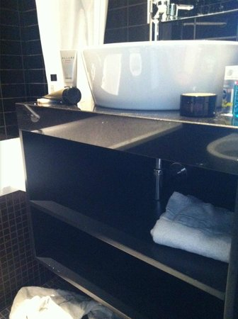 TRYP by Wyndham Antwerp : Leaking shower, water every where each time it was used.