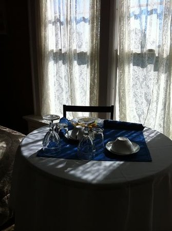 Rutherglen Mansion: table settings in the rooms