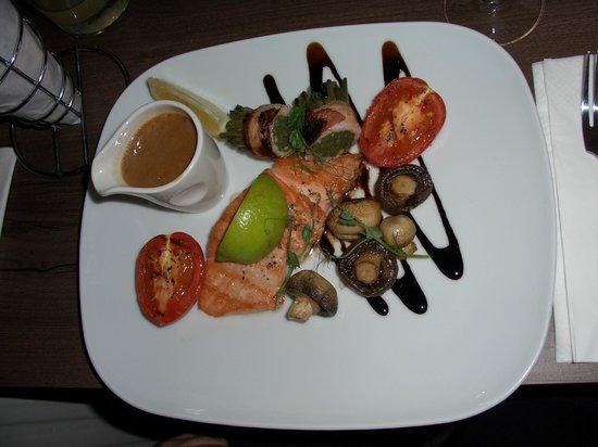 The Folly Inn: The salmon with sauce on the side