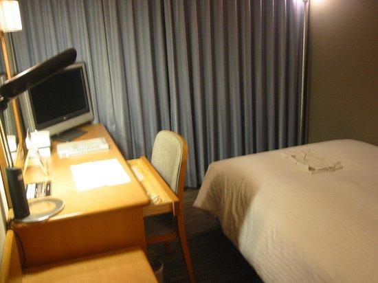 Okayama Koraku Hotel: 広々した重厚感ある室内