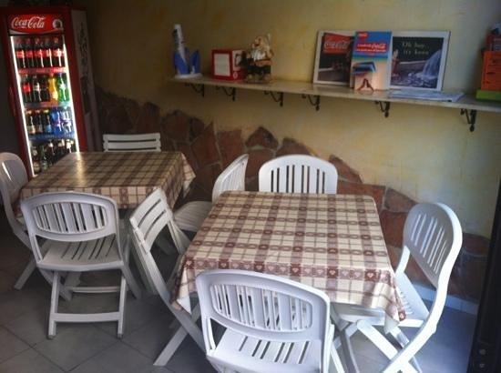 Pizzeria Floris : tavolini