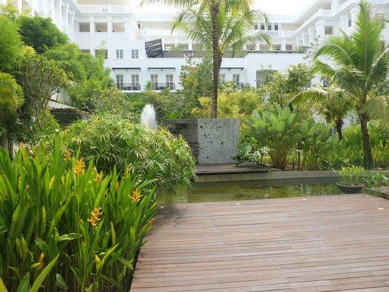 The Danna Langkawi, Malaysia : patio de l'hôtel