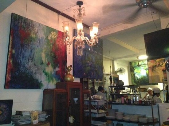 Cafe Ice des Arts : Eclectic art