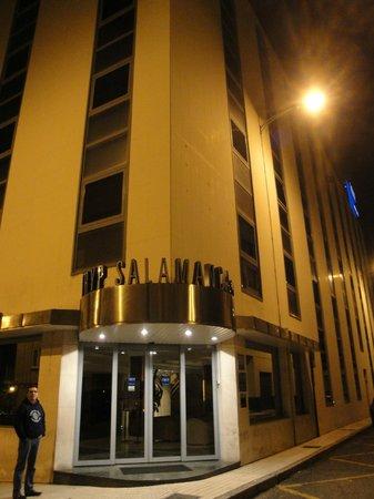 Exe Salamanca: fachada del hotel (muy buena situación)