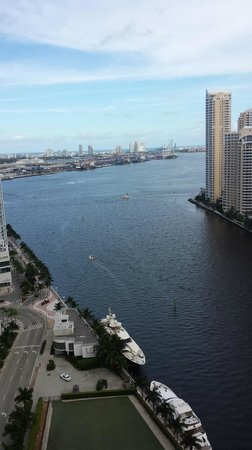 Kimpton EPIC Hotel: Biscayne Bay from the 27th floor