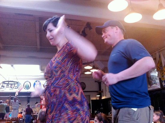 Hofbrauhaus Newport: Dancing on the benches for the Chicken Dance