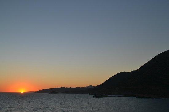 Villa Vasilis: Восход виден с балкона