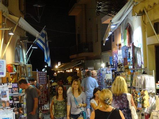 Yakinthos Hotel : Chania at night