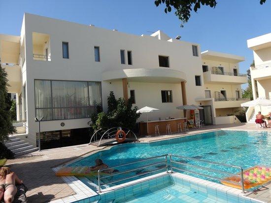 Yakinthos Hotel: Hotel Pool