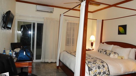 San Ignacio Resort Hotel: Our deluxe balcony room