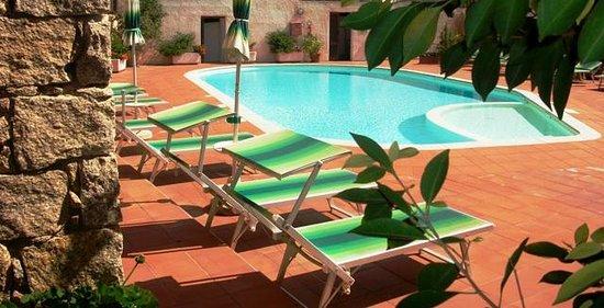 Hotel Villa Gemella: la piscina con idromassaggio