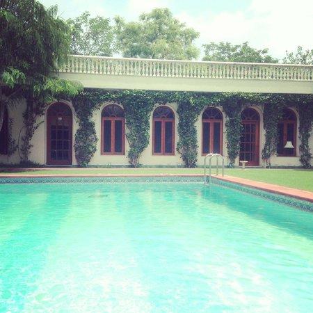 Hotel Meghniwas: Piscine