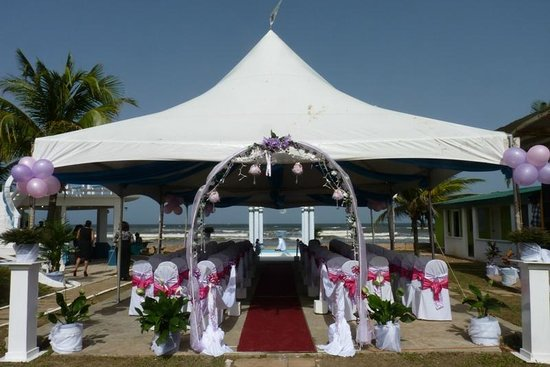 Coconut Cove Holiday Beach Club: Ceremony