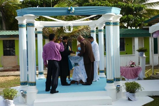 D' Coconut Cove Holiday Beach Resort: ceremony area