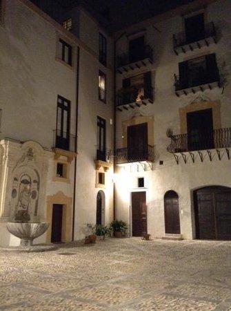 Palazzo Lungarini Bed and Breakfast : vista cortile interno