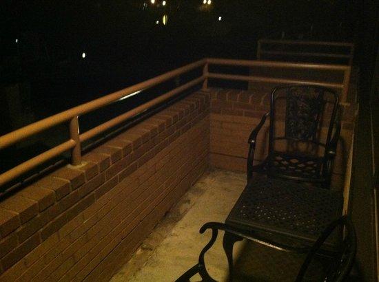 Holiday Inn Solomons Conference Center and Marina : Balcony at night