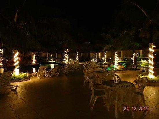 Atlantico Buzios Hotel : Vista Noturna Piscina