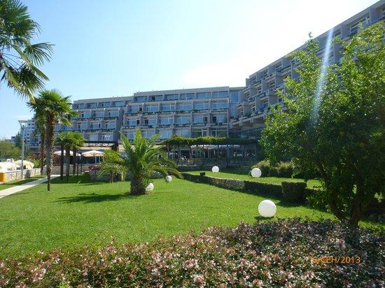 Hotel Laguna Mediteran: Отель, сторона моря.