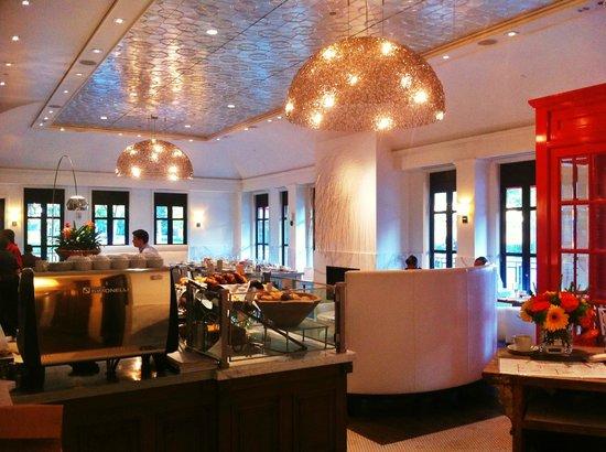 The H Hotel Midland: Cafe Zinc inside the Hotel