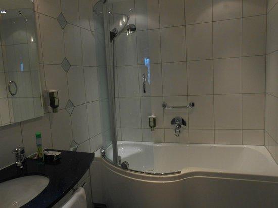 Hotel Mondschein: Bathroom